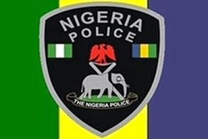 VIDEO: Policeman Beaten Ruthlessly In Lagos