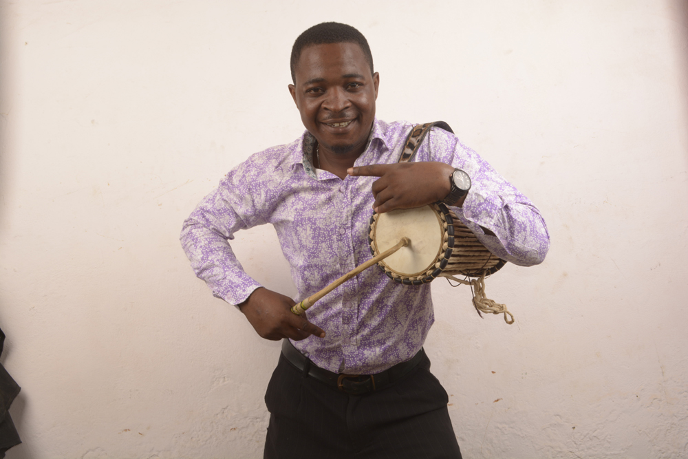 Orlando Owoh and His Young Kenneries Band - 'E Get As E Be'