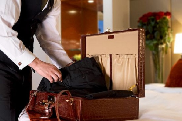 5 Unpacking Tricks That Will Keep Your Hotel Room Organised