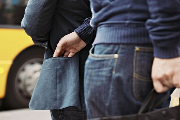 5 Hacks To Prevent You From Being Pickpocketed When You Travel
