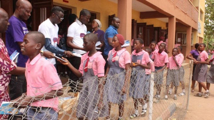 Obasa Foundation Gives Back To Agege School