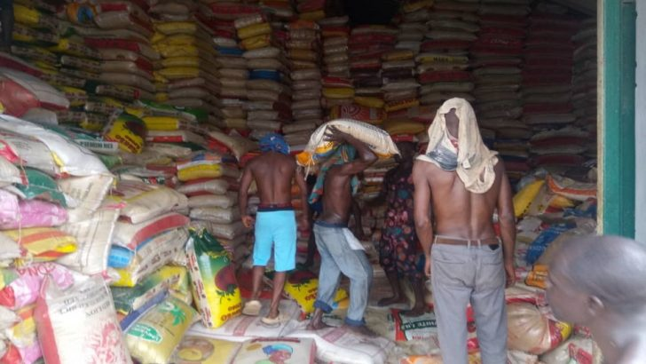 Customs Donates Bags of Rice, Others in Ogun